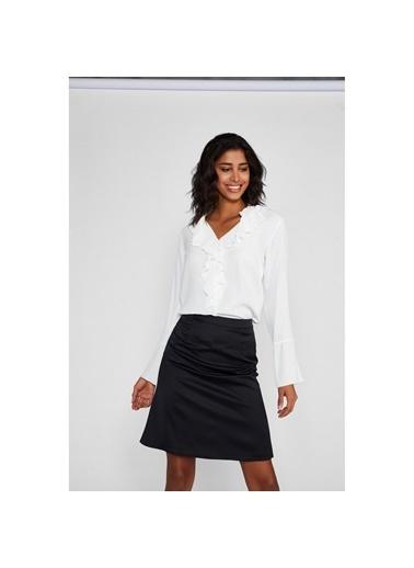 Vekem-Limited Edition Yarım Balıkçı Yaka Kolları Volanlı Drape Detaylı Bluz Beyaz